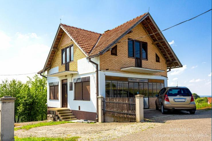 Дом с магазином в пригороде Лозницы