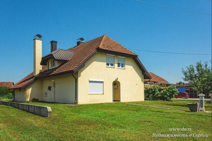Имение с отличным домом и большим участком