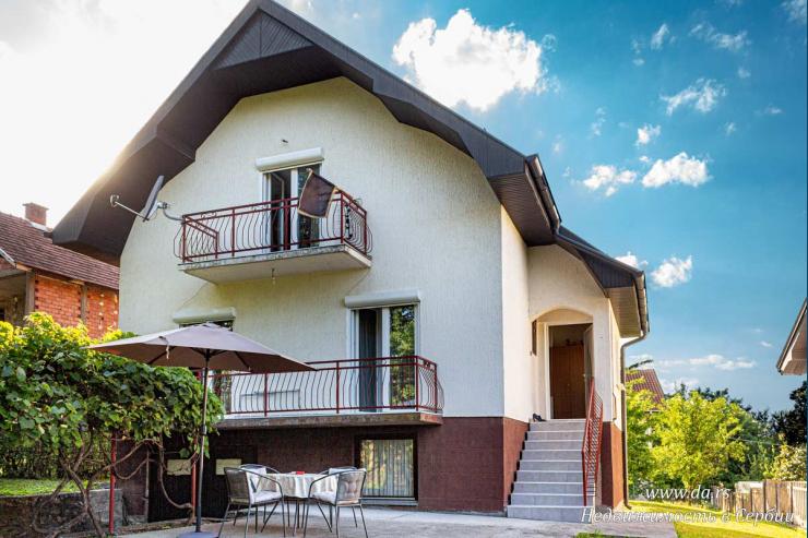 Красивый двухэтажный дом с садом в Лознице