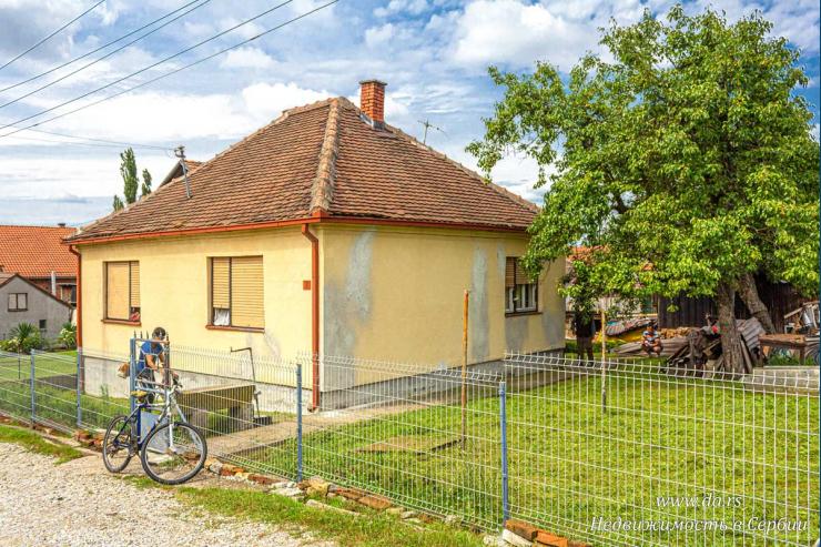 Недорогой дом в городской черте Лозницы