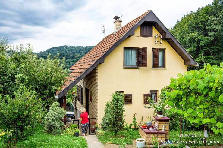 Небольшой уютный дом с садом на курорте Баня Ковиляча