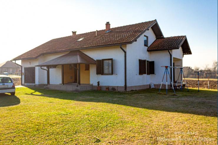 Просторный дом в ближайшем пригороде Лозницы