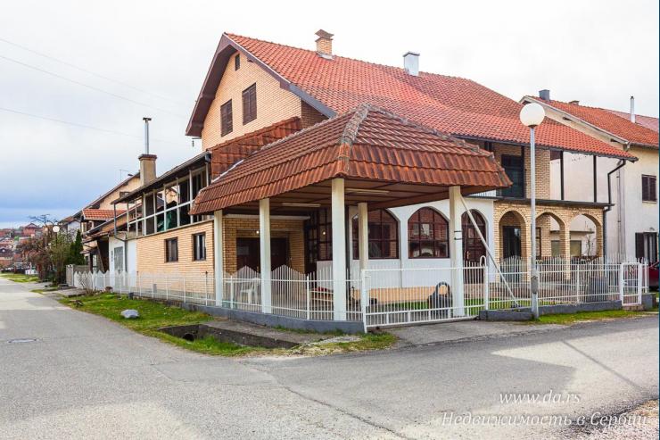Просторный дом в городской черте Лозницы