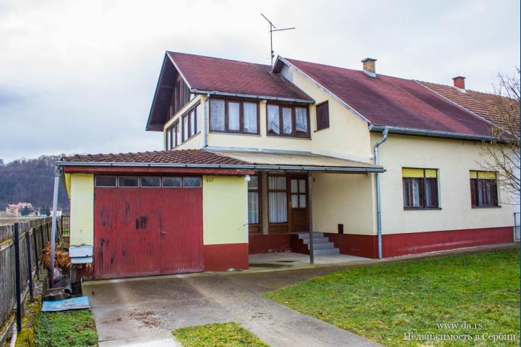 Просторный дом в селе Брезяк рядом с Лозницей