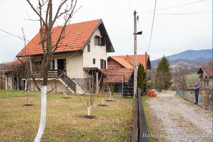 Дом в поселке недалеко от реки Дрина