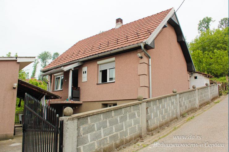 Небольшой дом недалеко от центра Лозницы