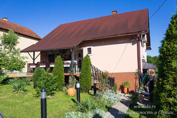 Небольшой одноэтажный дом в Лознице среди природы