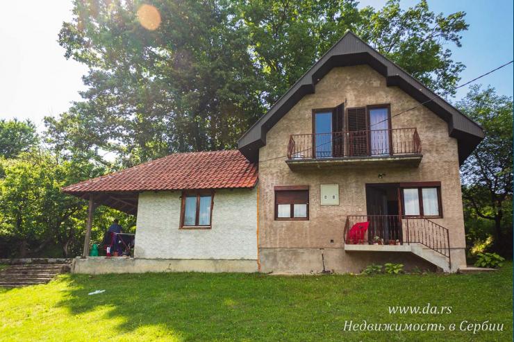Недорогой симпатичный дом в пригороде Лозницы