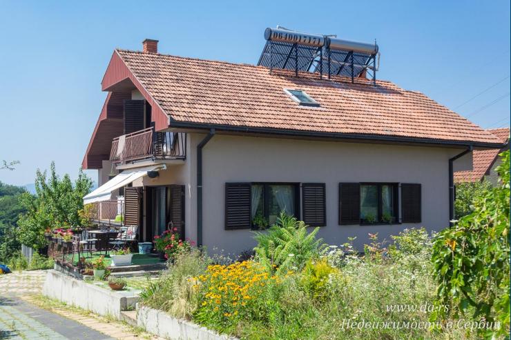 Дом с большим садом в живописном месте Лозницы