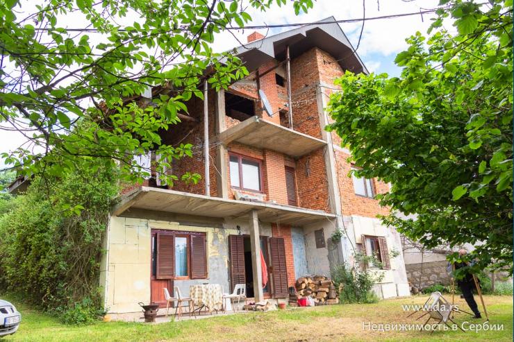 Больший кирпичный дом в поселке Донья Борина