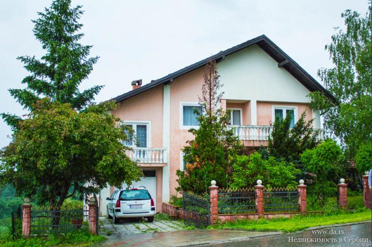 Большой дом с камином класса люкс в Лознице
