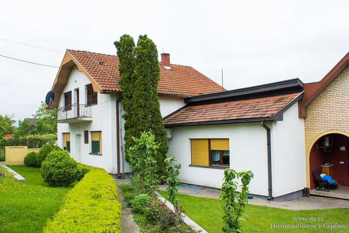 Сельское имение с 5,5 га земли в пригороде Лозницы