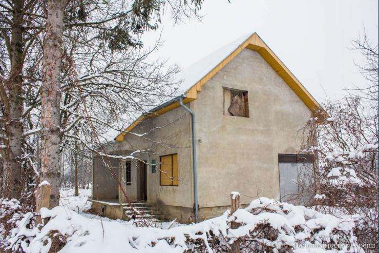 Недорогой дом вблизи реки в пригороде Лозницы