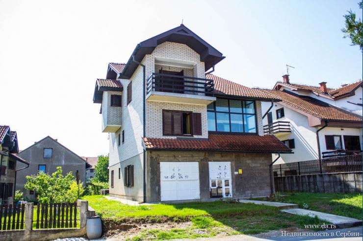 Дом в самой красивой части города Лозница