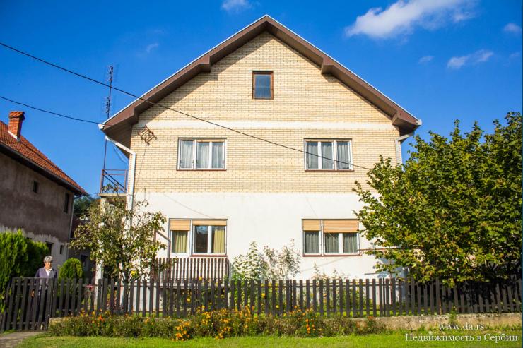 Дом в Лознице в черте города