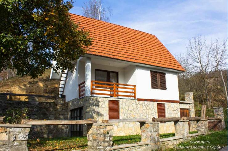 Дом на берегу реки Дрины недалеко от Малого Зворника